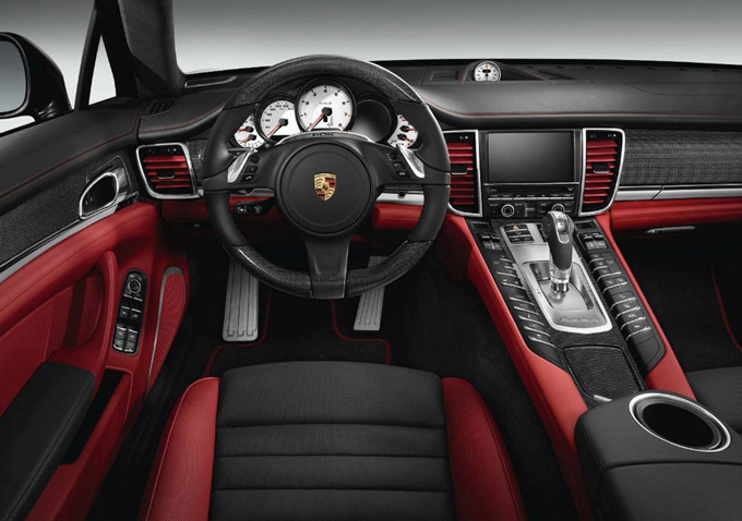 nouvelle version exclusive pour la porsche panamera turbo s actualit porsche. Black Bedroom Furniture Sets. Home Design Ideas